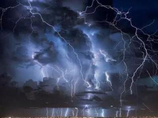 学生梦着雷电表示什么?梦到雷电的相关梦好吗? 自然,梦到雷电的相关梦,梦到雷电相关梦的分析