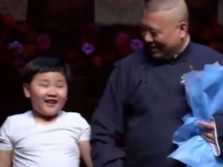 郭德纲小儿子郭汾阳上台发言,郭德纲亲自称他的儿子为经理 郭德纲