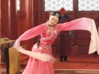 古装剧只出现过一次,刘诗诗的最惊艳,周迅的羽毛装真的很抢眼 刘诗诗