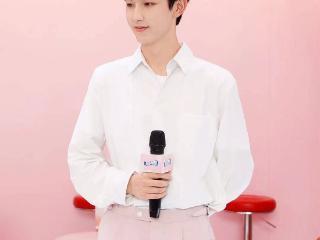 郭俊辰出席品牌线下活动低调中尽显优越清爽少年气质 郭俊辰