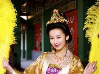 她是唐嫣最要好的闺蜜,曾是徐克的助理,如今生活低调幸福 吕一