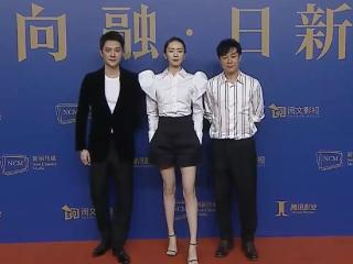 冯绍峰童瑶现身拍戏,全程黑脸难掩疲惫,二人戏外聊得很开心 冯绍峰