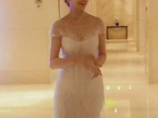 66岁赵雅芝出席活动,身穿白色长裙身材纤细,脸上皱纹明显 爆料台,赵雅芝出席活动,赵雅芝身材,赵雅芝颜值
