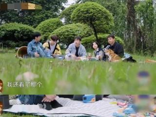 《恰好是少年》王俊凯上床姿势上热搜,黄磊:他就是一个猴子 恰好是少年