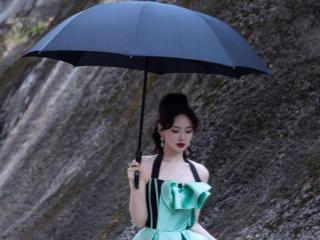 湖南卫视主持人刘烨晒写真,诱惑力十足 刘烨