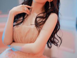 张靓颖粉色纱裙造型,宛如误入尘世的快乐精灵 张靓颖