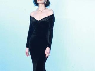 倪妮黑色鱼尾包臀裙性感迷人皮肤白到发光 倪妮
