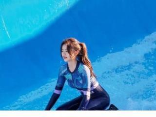 金子涵综艺节目泳池剧照,被融化在她的俏皮小表情中 金子涵