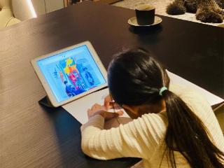 周杰伦晒女儿的画,粉丝们称赞海瑟薇是个小艺术家 周杰伦