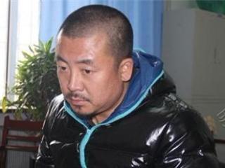 他为了生存参演40部电视剧,走红后才知他被警方通缉了13年 吉世光