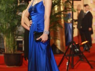 陈好身穿吊带裙走红毯,诠释出女人的时尚美感 陈好