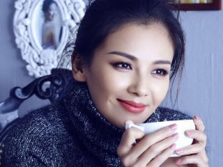 女老板刘涛和丈夫走机场,一身黑变霸气御姐,王珂休闲装太低调 女老板刘涛