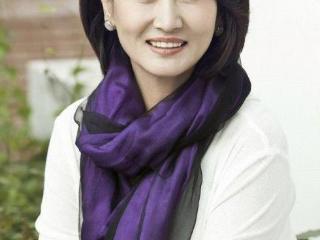 她是内蒙古第一女演员,结婚后心甘情愿选择做全职太太 哈斯高娃