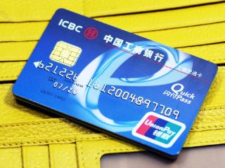 你知道银行卡有多大吗?其实它还没有你的手掌大! 问答,银行卡尺寸,银行卡尺寸是多少