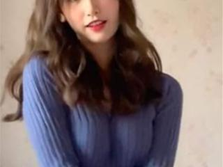 一栗莎子是最近公认的最火网红主播之一,长相日系又很甜美 一栗莎子