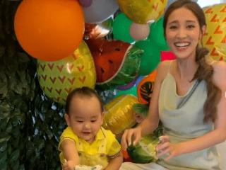 陈凯琳晒照庆祝次子生日 宝宝摆弄蛋糕超可爱  陈凯琳