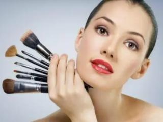 不同的人梦见化妆有何不同的寓意呢?现实中会发生什么? 活动,化妆,梦见化妆