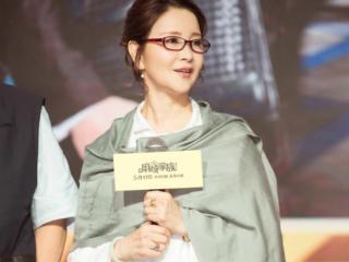 李小璐亲妈,曾红极一时,二婚嫁导演被宠30年,如今成女强人 娱乐圈