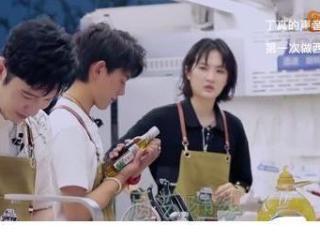 《中餐厅》黄晓明不会做菜,龚俊凭实力圈粉无数 中餐厅