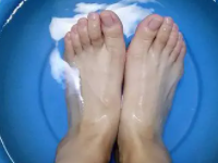 梦到自己洗脚好不好?梦见自己洗脚象征着什么? 梦境解析,洗脚,梦见自己洗脚预示什么