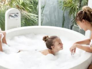 做生意的人在梦中看见给女儿洗澡,预示着什么? 梦的故事,梦见女儿,梦见给女儿洗澡