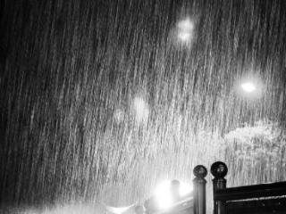 梦见大雨的征兆怎么样?生意者梦见大雨意味着什么? 自然,梦到大雨,农夫梦到大雨