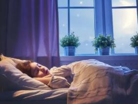 晚上睡觉的时候梦见自己吃饭被打在现实中象征什么?做这种梦好吗 梦境解析,吃饭被打,梦见吃饭被打什么意思