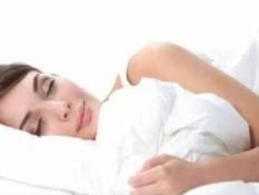 晚上睡觉梦见自己的朋友被打得很惨有什么预兆?做这种梦代表什么 梦境解析,朋友被打的很惨,梦见朋友被打的很惨