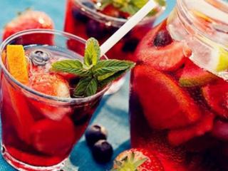 喜欢果酒的朋友可以考虑下这些果酒品牌推荐,一起来看看吧! 名酒资讯,好喝的果酒有哪些,果酒品牌推荐