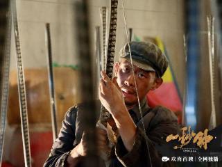 张艺谋导演电影《一秒钟》荣获第15届亚洲电影大奖两项大奖 张艺谋导