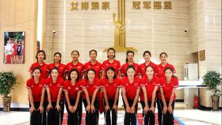 中国女排最新16人全家福!情况特殊,郎平或无奈提前裁员