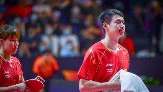 国乒世界冠军失误崩盘!1-3与奖牌擦肩而过,提前与奥运说再见