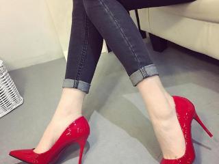 高跟鞋是每个女人必备的单品,尖头高跟鞋更能凸显你的高贵气质
