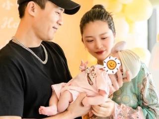 杜淳妻子王灿晒照,自曝目前正母乳喂孩子,婚后变节俭耳环8块钱