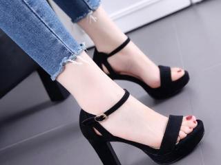 粗跟凉鞋,不管你是脚偏大还是偏小都有选择