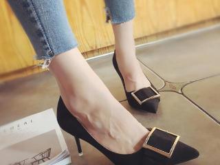 尖头高跟单鞋,优雅步伐绽放魅力