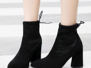 时尚磨砂马丁靴,引领时尚潮流,衬托女性的自信魅力令人爱不释手