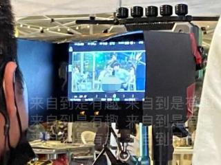 32岁杨颖拍戏被偶遇,瘦到脖子青筋突出,生图比路人的头小两圈