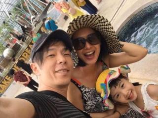 朱茵带女儿游玩,女儿正脸颜值惹争议,网友:没遗传好