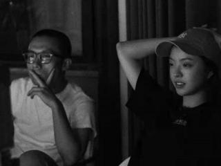 华谊千金王文也首上综艺太高调!才23岁就当导演,穿黑T比明星美