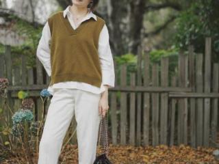 """入秋后别只会穿卫衣,今年流行这样穿""""毛衣"""",照搬就很美"""