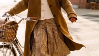"""今冬流行的""""豆腐色""""靴子,时髦显白又耐脏,无论什么肤色都能穿"""