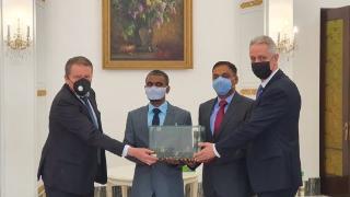 收到美国制裁风声后,印军代表随即破例访问俄使馆,大赞俄印战略伙伴关系