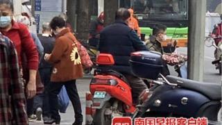 骑绿牌电驴未戴头盔被罚20元,南宁一市民把政府及交警告上法庭