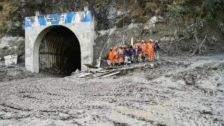 印度北部冰川断裂已致32人死亡,仍在对失踪人员进行搜救