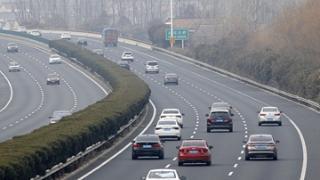 江西:假期前四天道路交通安全形势平稳 15日起将出现返程车流