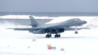 美媒:美军B-1B战略轰炸机首次在北极降落,矛头直指俄罗斯
