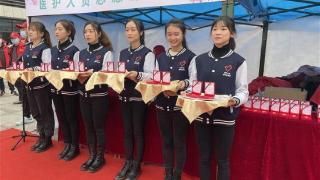 交警开道、大巴列队,武汉最高礼遇迎援鄂医疗队赏樱