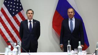 """美俄之间有了转机?布林肯与俄外长冰岛会晤,还送俄""""一份大礼"""""""