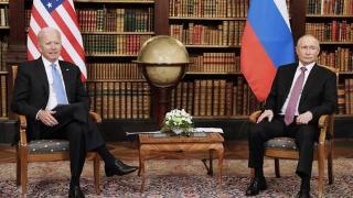 俄美总统会晤时记者发生推搡 场面一度混乱